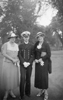 Bruno Köhler as an ensign (W) together with his mother (left) and aunt (right)